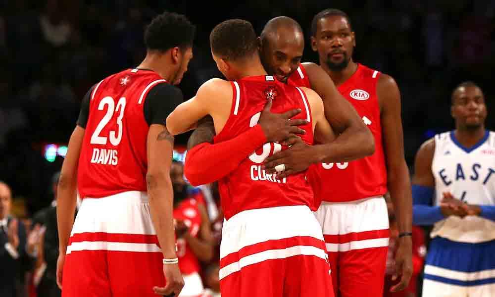 Umarmung-Kobe-mit-Curry-Davis-Durant