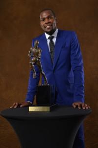 Stolz: Kevin Durant ist zum ersten Mal Season-MVP.