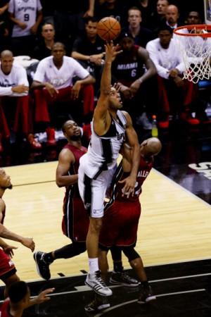 Oldie Tim Duncan (38) war mit 21 Punkten Topscorer der Spurs.