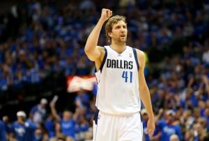 Dirk Nowitzki wird einen neuen Vertrag bei Dallas unterschreiben, der über drei Jahre läuft.