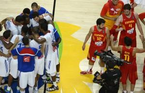 Gegensätze: Während Frankreich feiert, trauert Spanien. (Foto: Getty images)