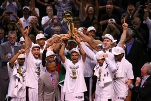 Die Spurs feiern den fünften Titel der Franchise-Geschichte. (Foto/Titelbild: Getty Images)