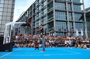 Dunk-Elite: Irre Flug-Show in Berlin!