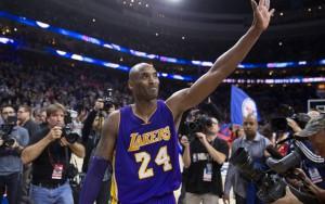 Kobe Bryant bedankt sich bei den Fans der Los Angeles Lakers.