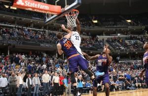 Jeff Green von den Memphis Grizzlies entscheidet mit einem Dunk das Spiel gegen die Phoenix Suns.