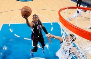 Chris Paul von den Los Angeles Clippers kommt im Spiel gegen die Dallas Mavericks zu einem Korbleger.