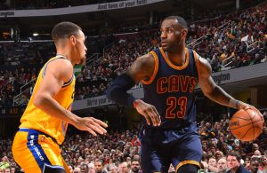Die NBA-Superstars LeBron James und Steph Curry im direkten Duell.
