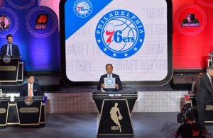 Die Philadelphia 76ers erhalten den 1. Pick im Draft von 2016.