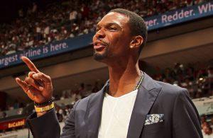 Chris Bosh feuert seine Teamkollegen der Miami Heat während eines NBA-Spiels an.