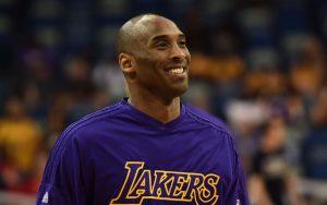 Kobe Bryant verabschiedet sich bei seinem letzten NBA-Spiel von seinen Fans.