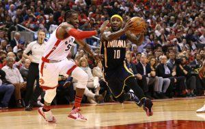 Ty Lawson von den Indiana Pacers zieht in einem NBA-Spiel mit dem Ball zum Korb.