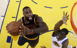 Schlüsselduell der Finals: LeBron James vs. Draymond Green (Foto:Getty Images).