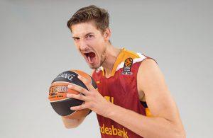 Der deutsche Basketballspieler Tibor Pleiß beim Media Day seines Teams Galatasaray Istanbul.