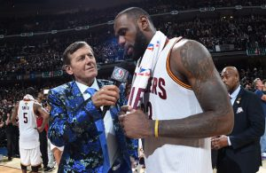 TV-Reporter Craig Sager beim Interview mit NBA-Superstar LeBron James.