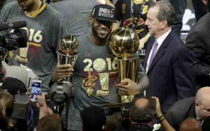 LeBron James wird zum dritten Mal NBA-Champion und holt den ersten Titel aller Zeiten nach Cleveland (Foto: Getty Images).