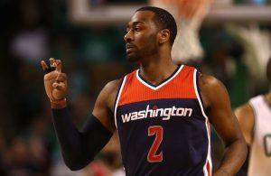 John Wall von den Washington Wizards bejubelt in einem NBA-Spiel einen Korb seines Teams.