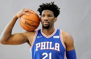 Joel Embiid von den Philadelphia 76ers beim Fotoshooting vor der neuen NBA-Saison.