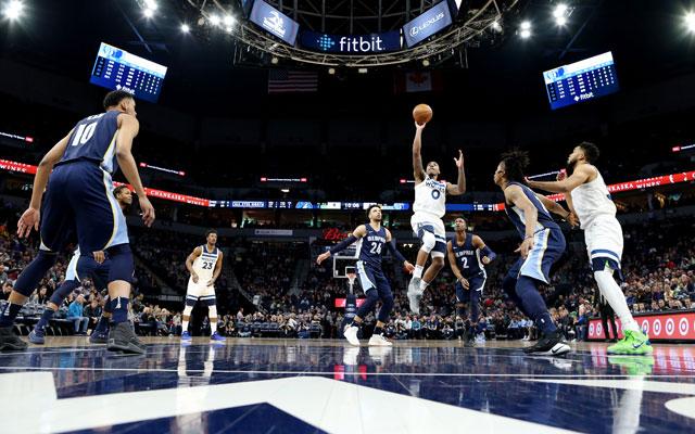 Jeff Teague von den Minnesota Timberwolves kommt im NBA-Spiel gegen die Memphis Grizzlies zum Wurf.
