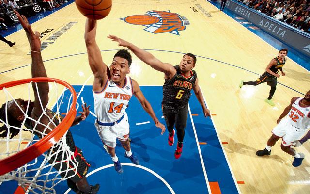 Allonzo Trier von den New York Knicks kommt im NBA-Spiel gegen die Atlanta Hawks mit einem Dunk zu Punkten.