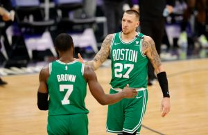 Daniel Theis, Jaylon Brown
